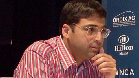 Vishy Anand beats Topalov in Candidates' Chess Opener