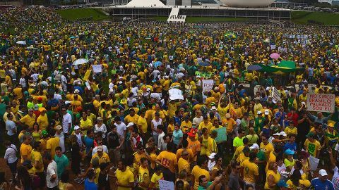 Fresh protests call for Rousseff's resignation