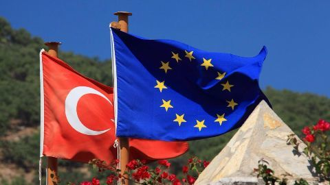 EU-Turkey deal formally comes into effect