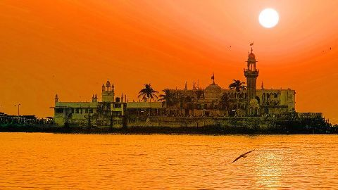 Ban on women in Haji Ali