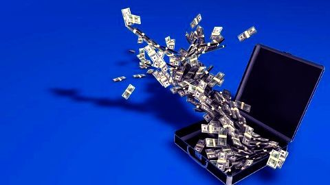 IT services' gross pay dips by 2%