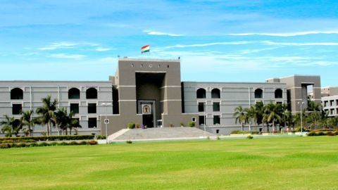 Gujarat HC stays CIC order on Modi's degrees