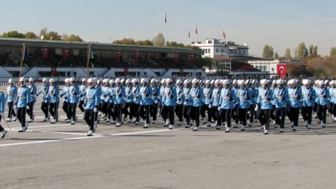Turkey to disband presidential guard after coup attempt