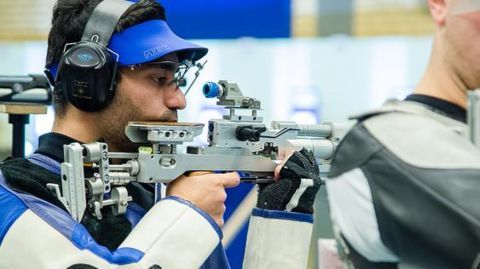 Abhinav Bindra misses bronze; Gagan Narang out