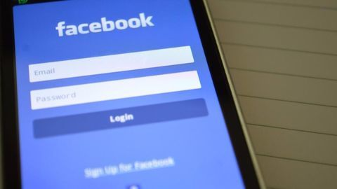 Facebook's automated 'Trending News' feature