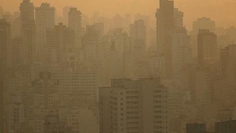 Kejriwal identifies pollution cause but no solution