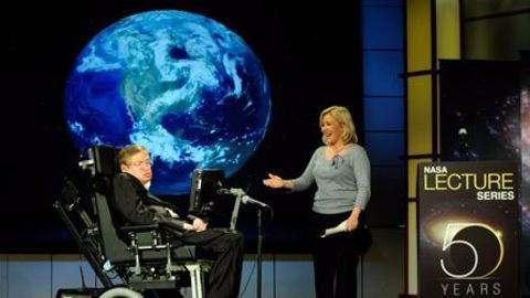Stephen Hawking puts a deadline for founding space colonies