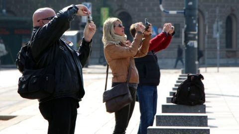 Tourists and their cash crunch woes
