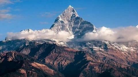 Avalanche hits Nepal peak 9 climbers killed