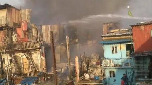 Mumbai: Massive fire hits slum in Bandra