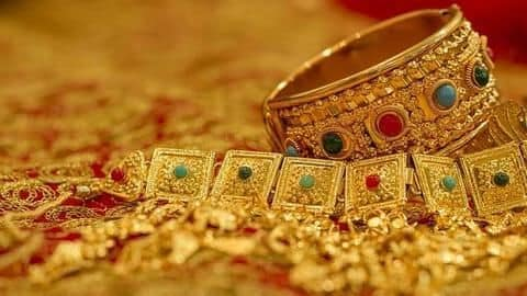 Gold strikes at Rs. 32,650/10g, touches nearly six-year high
