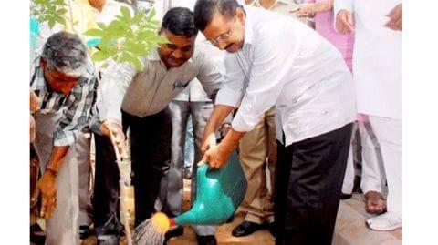 Delhi: Kejriwal launches mega drive to plant 5 lakh saplings