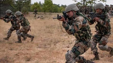 Militants gather at LoC with Pak support