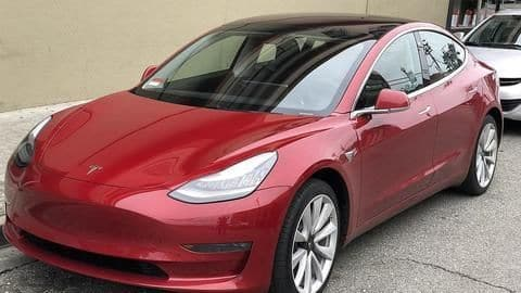 Musk to purchase Tesla stock worth US$20 million