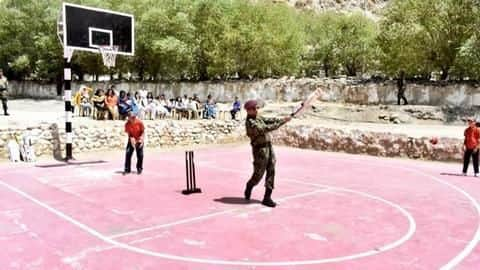 MS Dhoni plays cricket in Leh with kids