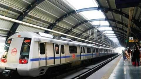 Woman jumps on Metro track to pick up Rs. 2,000