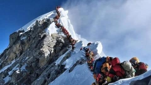 """""""Traffic jam"""" on Mt Everest leads to 2 deaths"""