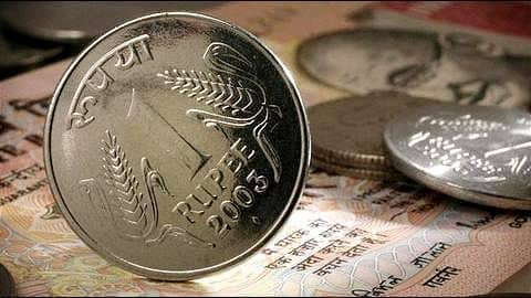 Rupee tumbles to lifetime low of 70.09 against US Dollar