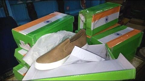 Imported Chinese shoes received in tricolor boxes, Indians enraged