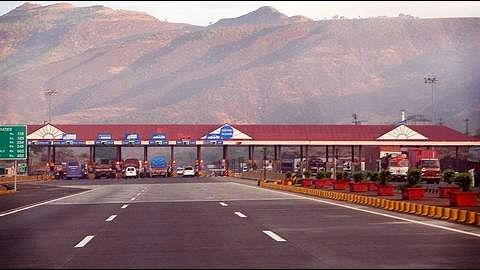 Maharashtra: Government links contractors' toll exemption compensation to road quality