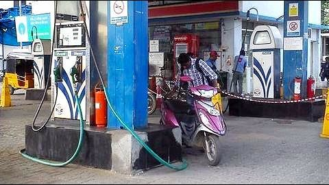 Bengaluru: Petrol pump to serve free food while customers refuel