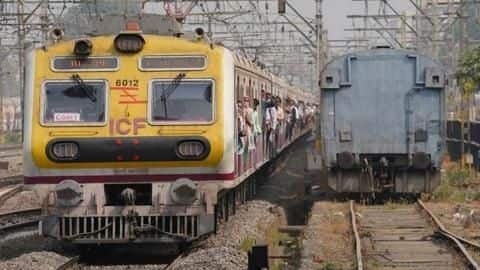 Coach of moving train gets detached in Mumbai, traffic hit