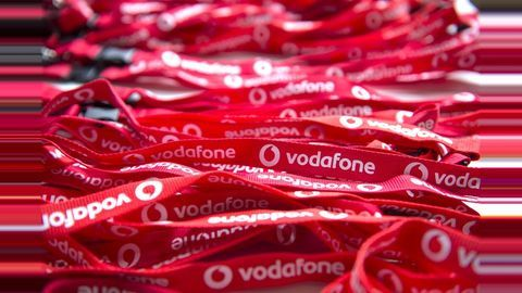 Vodafone inks deal with Meru, Mega, Easy Cabs