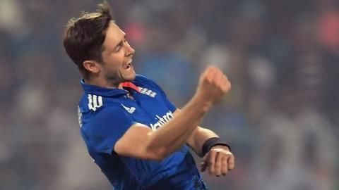 Chris Woakes goes to Kolkata Knight Riders
