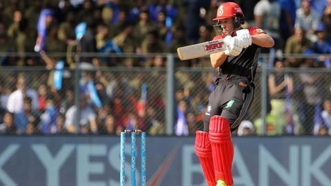 AB de Villiers strikes; guides RCB to 162 runs