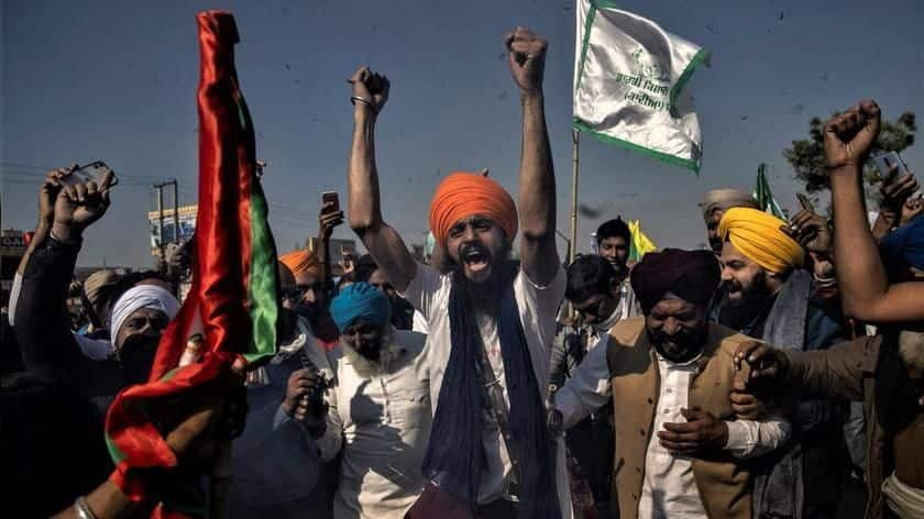 Protesting farmers reject Amit Shah's offer on venue change