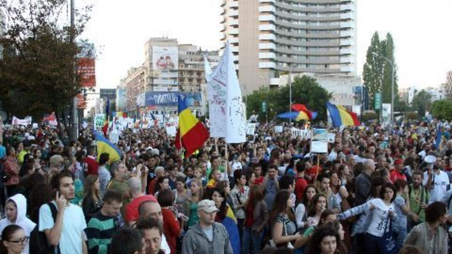 Romanians march in protest against corruption