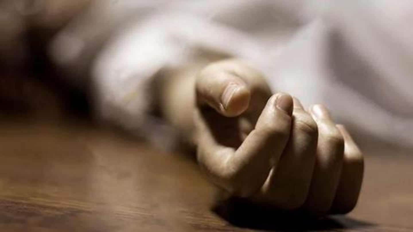 Teacher beaten to death by hawkers for not buying headphones