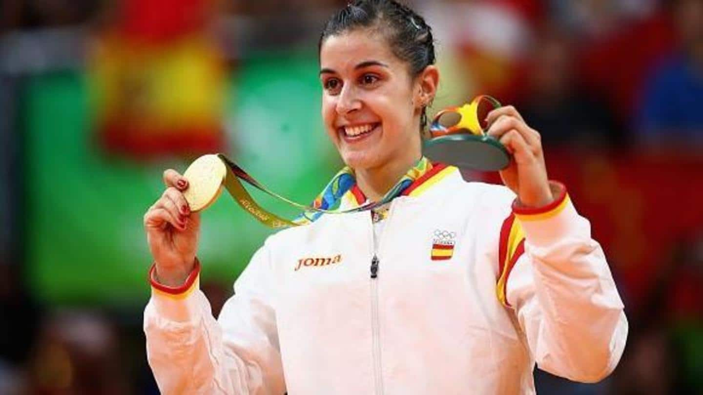 Carolina Marin offers medals to healthcare workers amid COVID-19 pandemic