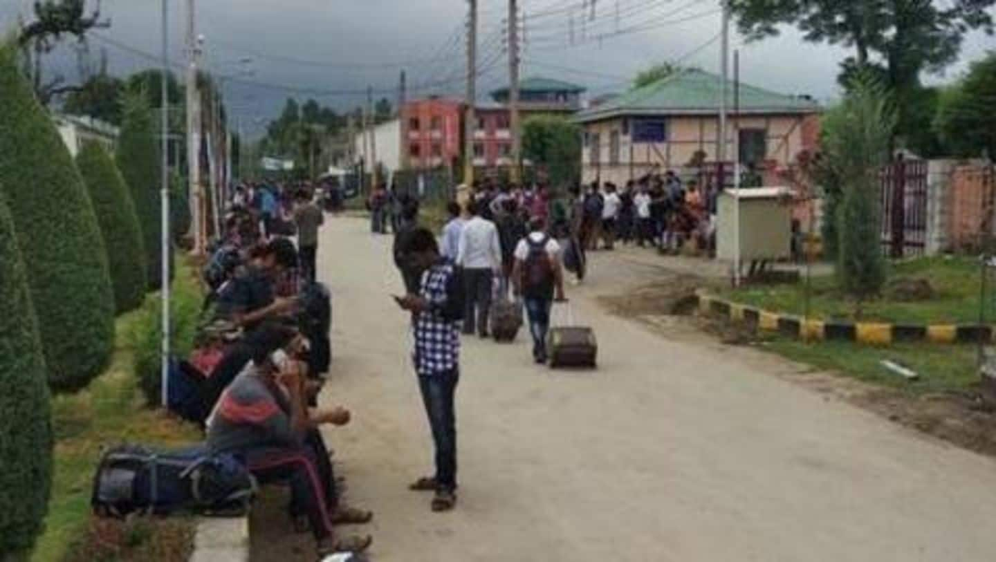 Students vacate #NITSrinagar after advisory; but district-administration denies ordering closure