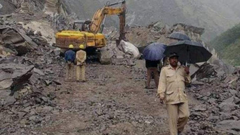 Kalimpong: Search on for missing laborers; multiple landslides block NH-10