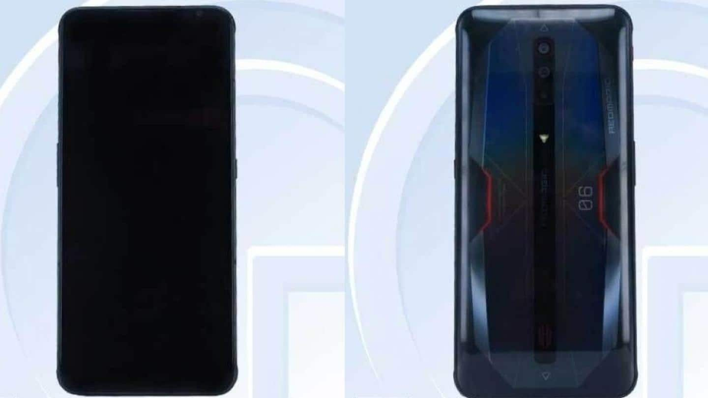 The device will have a conventional screen with bezels
